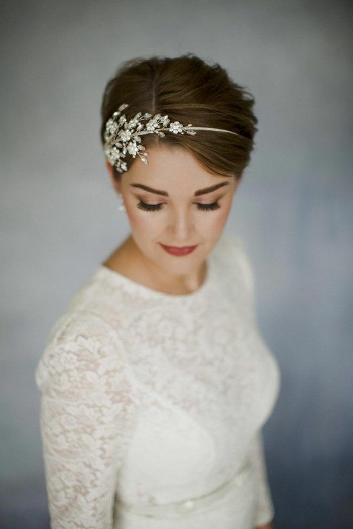 Belle coiffure mariée bohème coiffure de mariée cheveux court