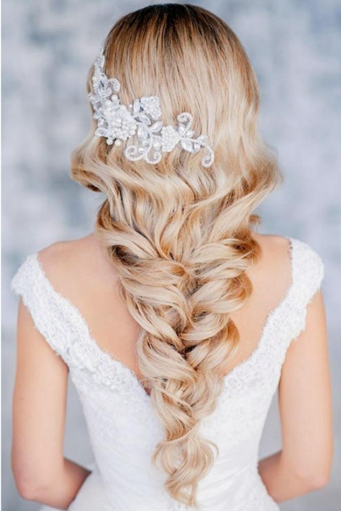 Quelle coiffure de mariée cheveux courts coiffure mariée cheveux fins tresse longue
