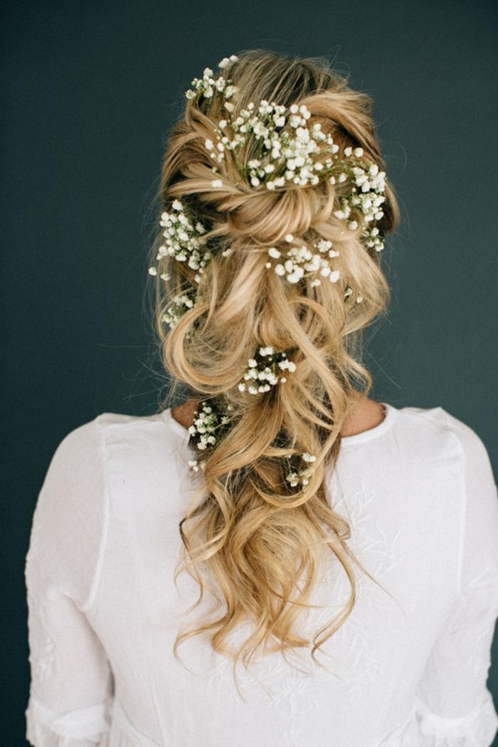 Romantique coiffure de mariée cheveux détachés coiffure de la mariée cool idée