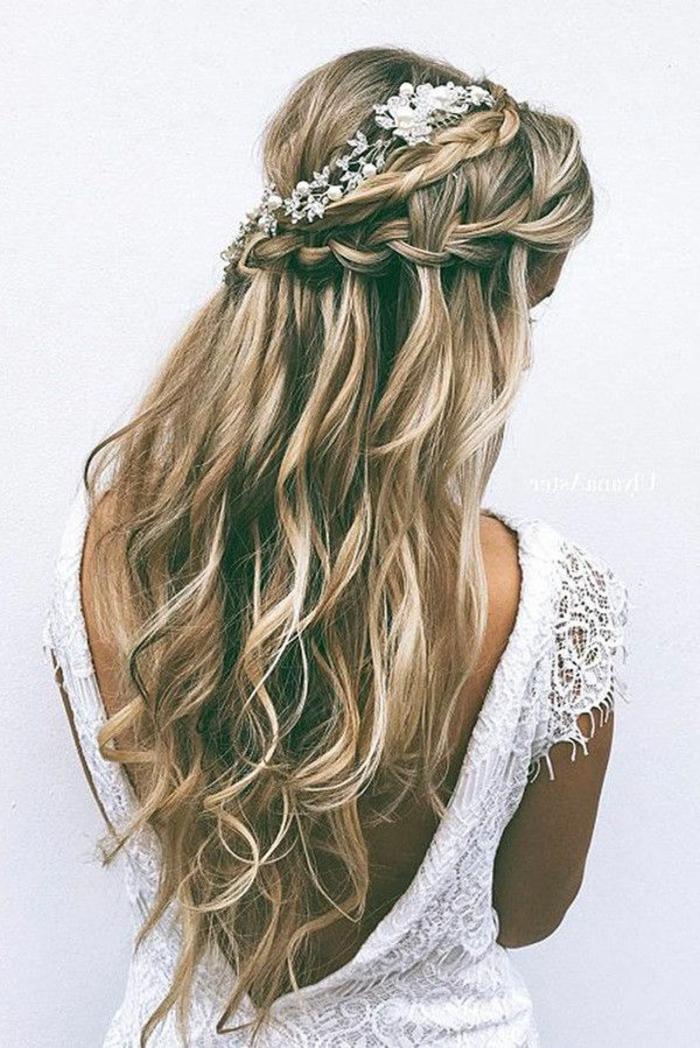 Mariée coiffure cheveux longs coiffure de mariée cheveux longs ondulées