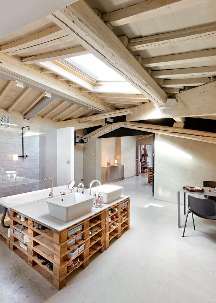 meuble sous vasque réalisé entièrement en palettes recyclés, meuble en palette original pour la salle de bain