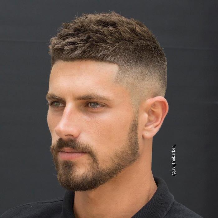 coupe de cheveu homme style crete dessus long brosse