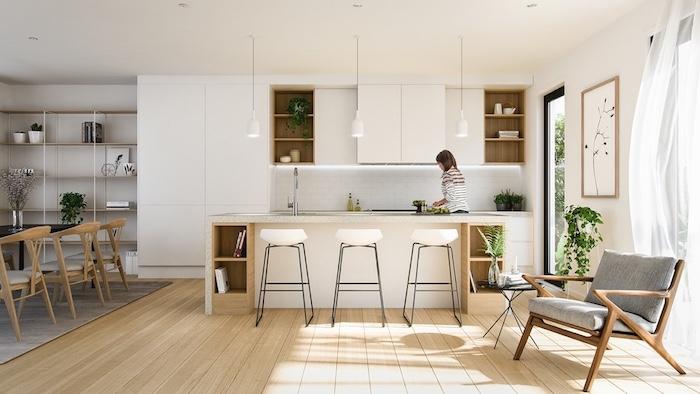 modele de cuisine bois et blanc, ave cparquet bois clair, bar blanc avec tabourets et meubles cuisine blancs, suspensions elegantes, salle à manger adjacente