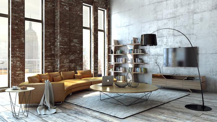 meubles industriels, mur d accent en briques, et mur en béton, meuble tv en bois, table basse bois et metal, parquet usé, canapé jaune couleur fauve