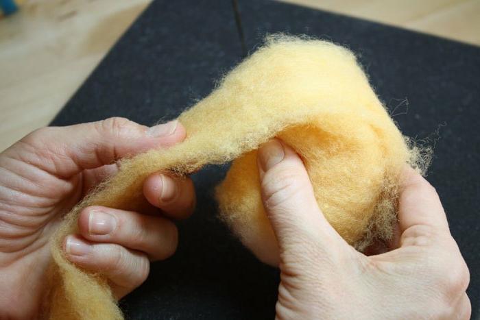 oeuf de paque en laine, diy tuto pour faire un oeuf décoratif, activité manuelle