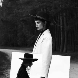Portrait noir et blanc - l'élégance des cadres et la sublimation des courbes en 106 images