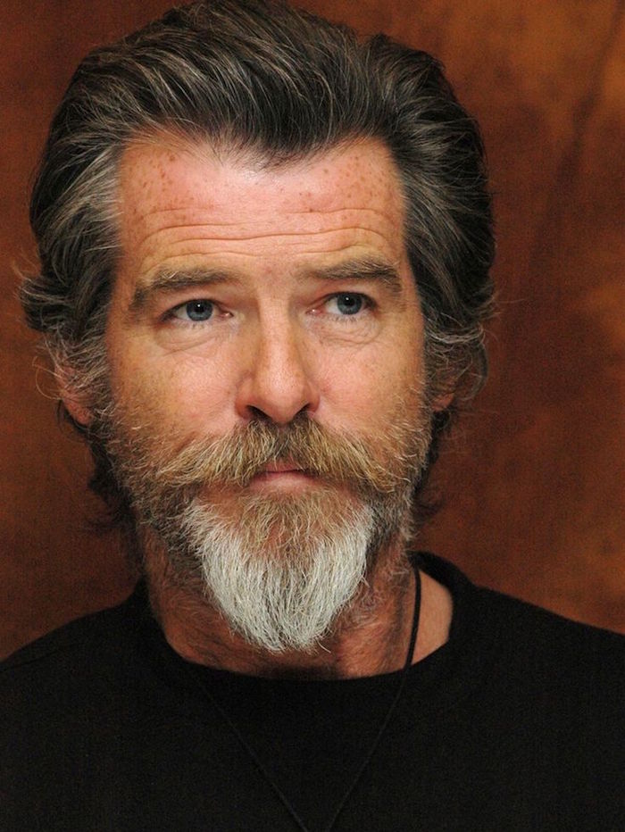 pierce brosnan avec bouc impérial barbe en pointe style retro