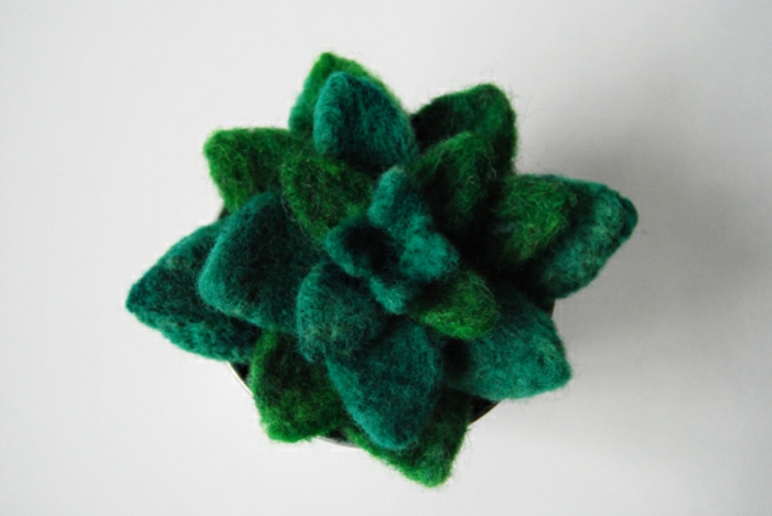 quoi fabriquer avec de la laine, jolie plante artificielle en laine moelleuse