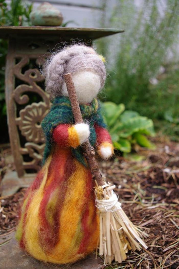 bricolage avec de la laine, poupée en laine, une poupée avec balaine et aux tresses en laine