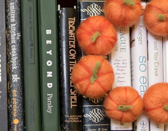 que faire avec de la laine, petites citrouilles orange crées avec laine cardée