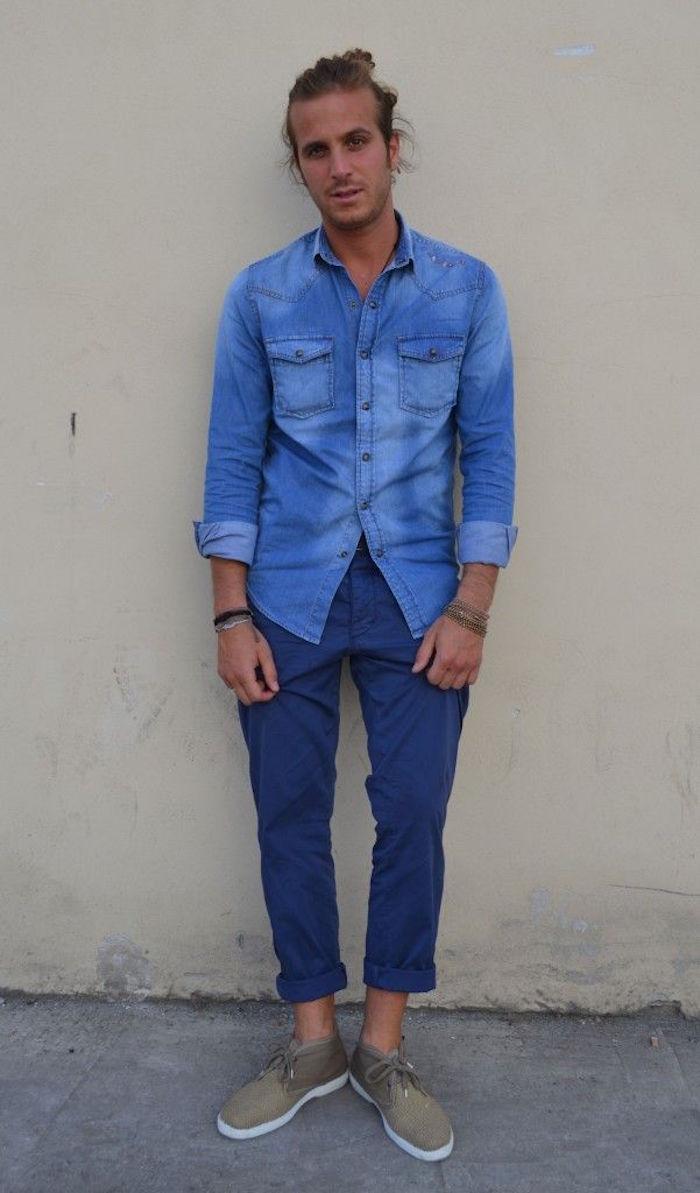 avec quoi mettre chemise en jean pantalon chino bleu chaussure beige