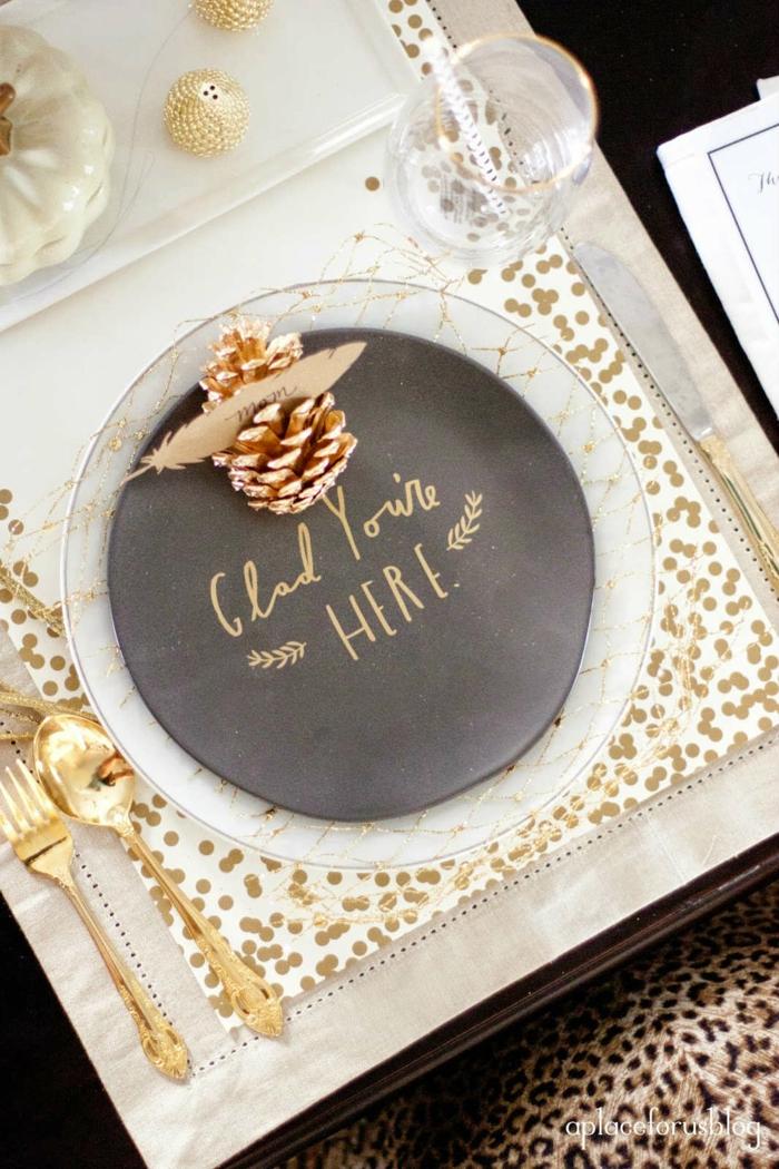 Marque place table noël décoration festive originale et facile assiette place avec sapin