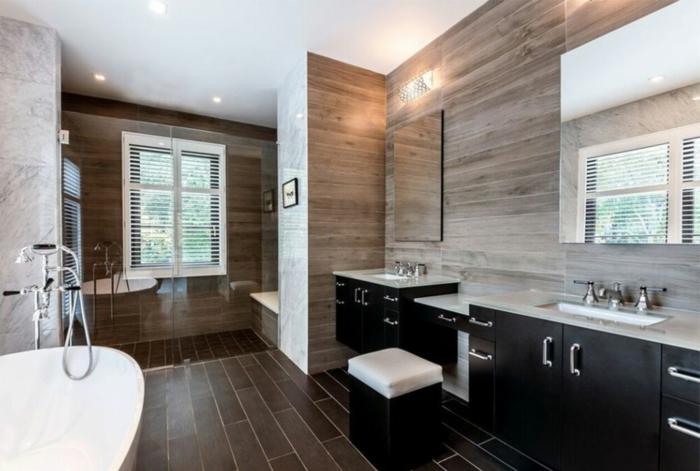 refaire une salle de bain, baignoire blanche, sol élégant, murs effet bois, placards bois
