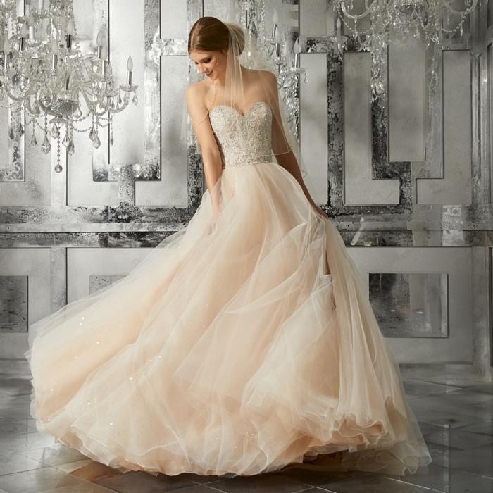robe de princesse belle disney, couleur rose nude, voiles magnifiques, bustier