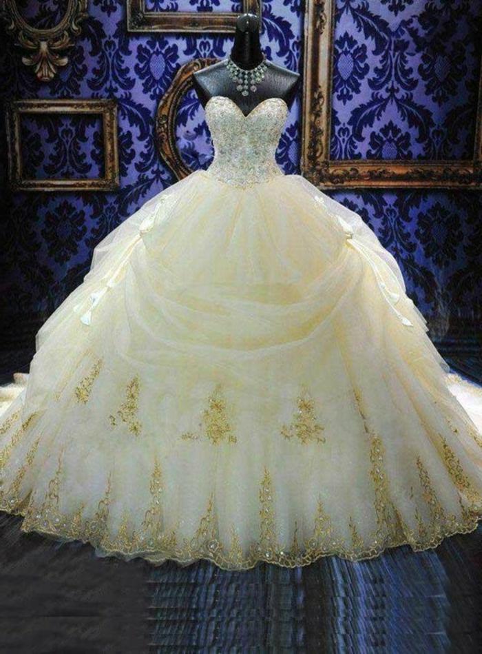 robe la belle et la bete, robe style princesse, couleur crème, ornements