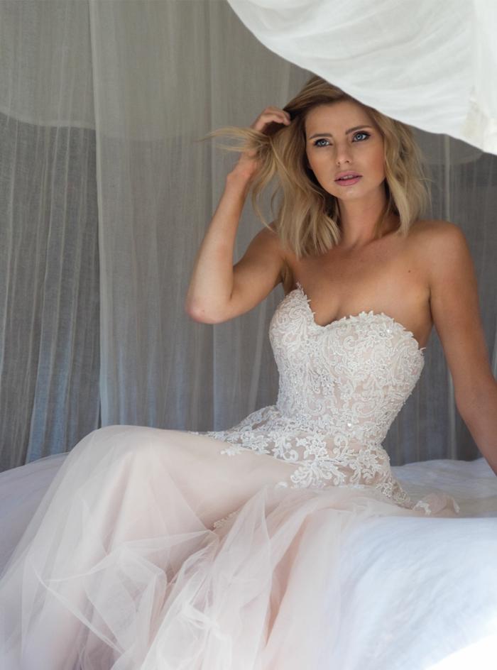 robe la belle et la bete, partie basse épurée, bustier en dentelle, jolie mariée