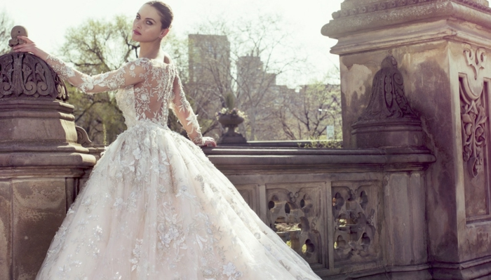 robe rapoince, robe de mariée cendrillon, dos en dentelle, jupe boule fantastique