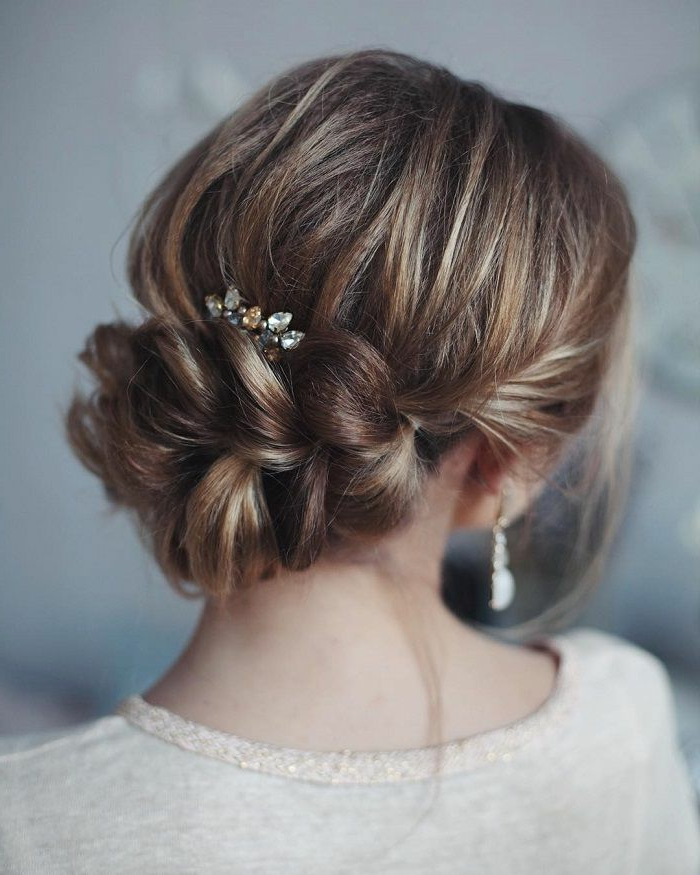 La coiffure mariée bohème coiffure de mariée cheveux court chignon tresse