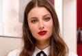 Le maquillage avec rouge à lèvre rouge pour les fêtes de fin d'année 2021
