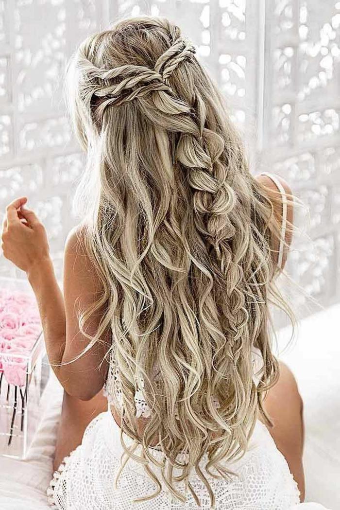 Cérémonie coiffure de mariée avec diadème et voile mariage chic tresse décoiffée