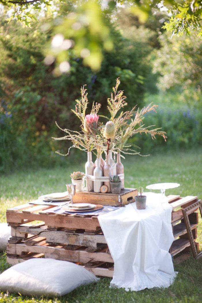 comment faire des meubles avec des palettes, décoration de fête à faire soi même avec une table basse en palette
