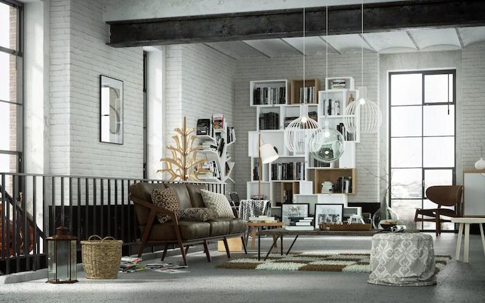 meubles style industriel dans un salon loft, canapé en cuir et bois, table basse en bois et metal, tapis gris, poutre metallique, suspensions originales, bibliotheque moderne