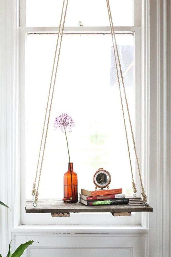 une table suspendue en bois de palette et corde, idées créatives pour un meuble en palette