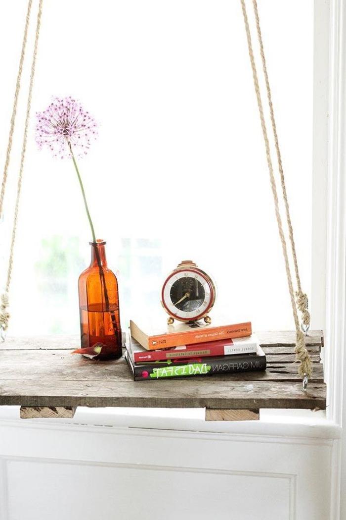 une table de chevet palette suspendue d'aspect rustique, bricolage facile avec des palettes pour l'intérieur