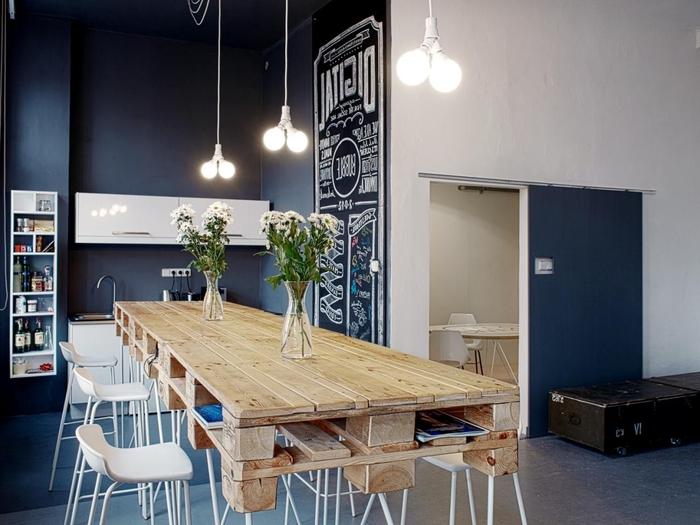 idée pour un meuble en palette fonctionnel et esthétique, grande table de salle à manger