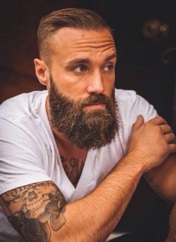 comment entretenir barbe sculptée longue et coupe pompadour homme hipster