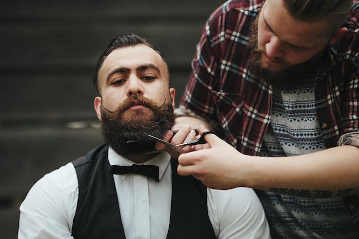 bien tailler la barbe pour visage rond hipster et moustache en pointe
