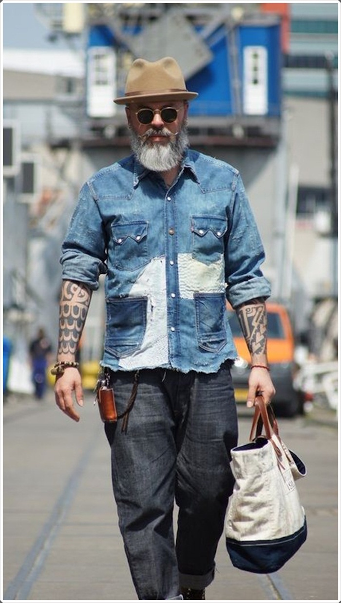 tenue hipster homme barbe grise chemise tattoo