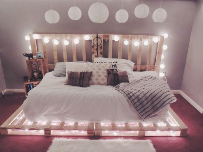 fabriquer tete de lit, déco chambre ado fille avec guirlande lumineuse et lampes suspendues blanches