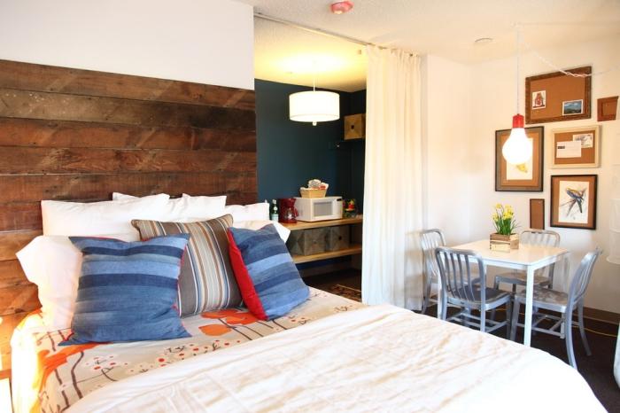 que faire avec des palettes, aménagement studio avec cuisine et petite salle à manger dans la chambre