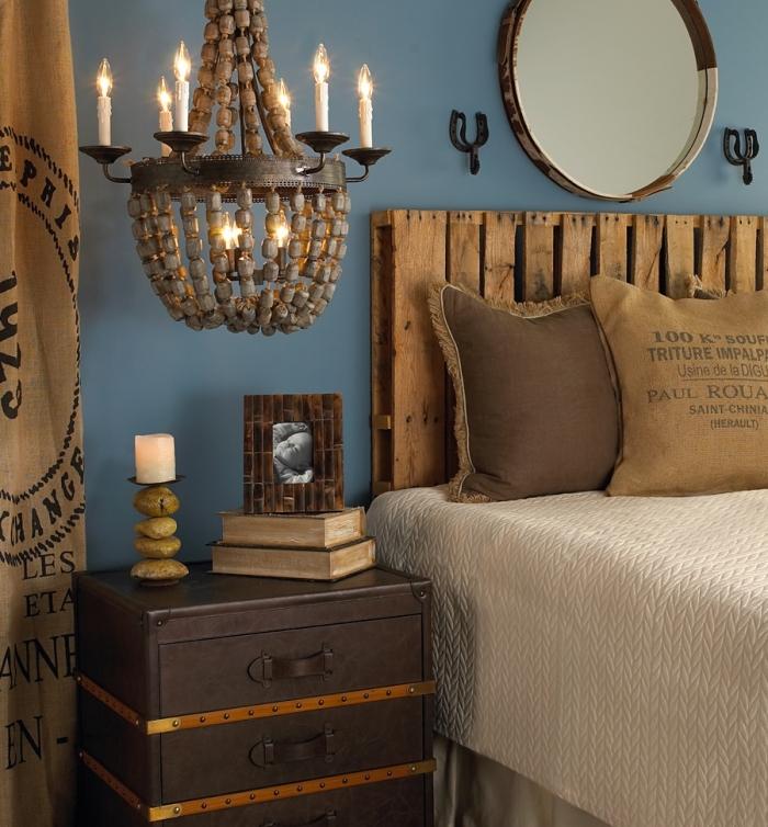 que faire avec des palettes, aménagement de chambre à coucher en bleu et marron avec meubles en bois diy