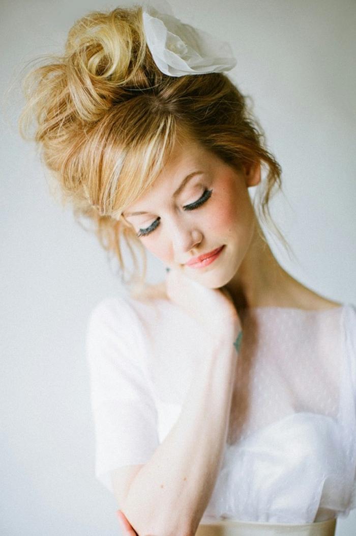 Simple coiffure mariée natte coiffure soirée pour mariée beauté vintage coiffure mariage thèmatique
