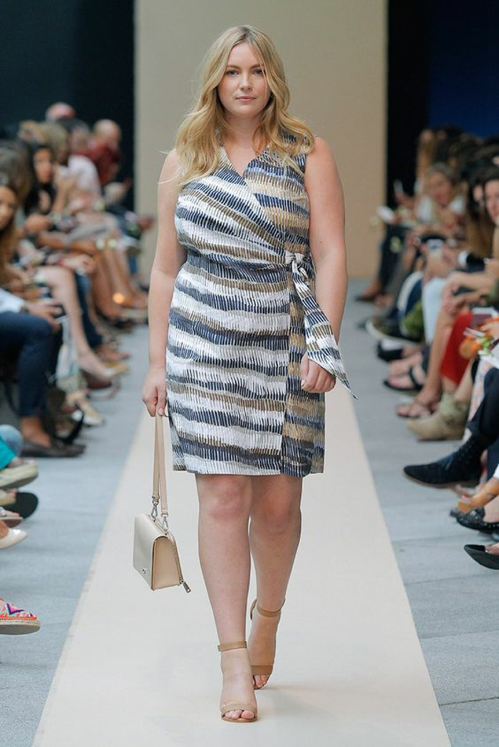 vetement pour femme ronde, robe pour l'été, look de jour, décolleté en V, motifs ethniques en couleurs douces, longueur au-dessus des genoux