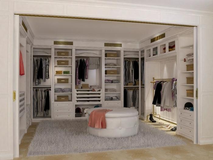 aménagement dressing blanc, grand tabouret rond, tapis gris moelleux, étagères