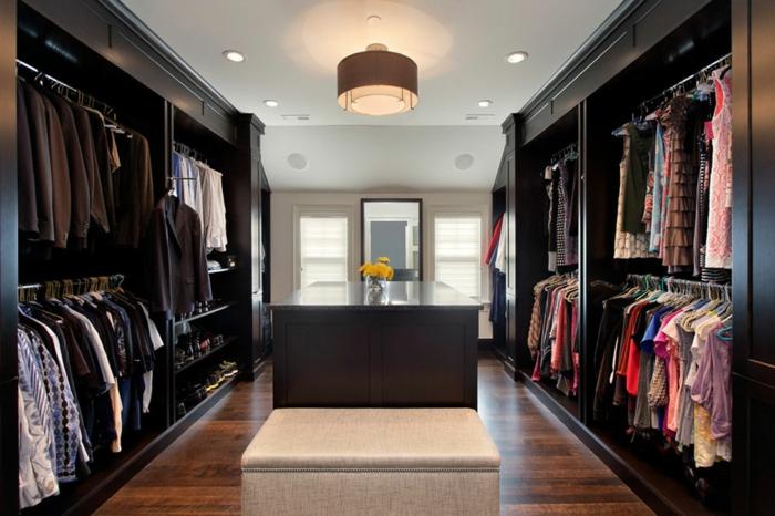 amenagement dressing, deux murs occupés par un range-vêtement, grand plafonnier