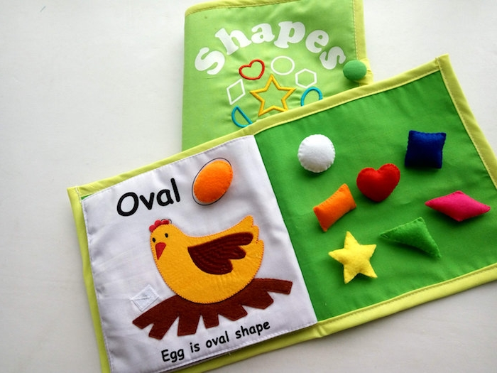 apprendre à distinguer les diverses formes geometriques, methode montessori, activité mnauelle originale, formes en tissu