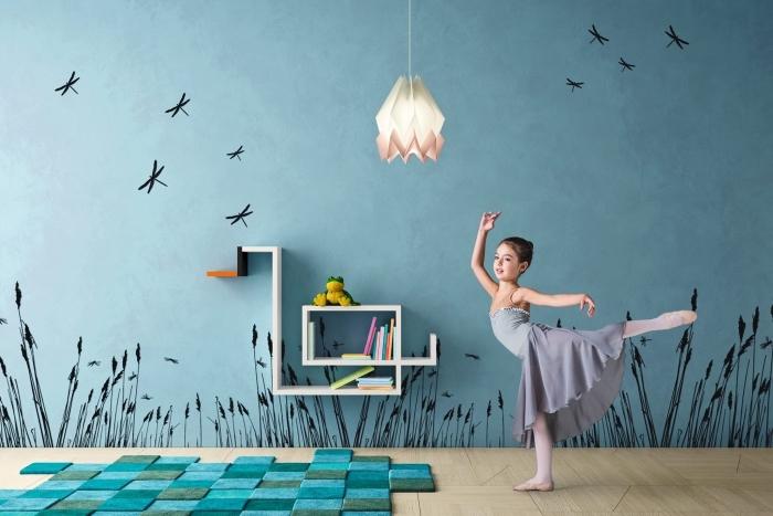 idée pour la peinture murale dans la deco chambre ado, revêtement de sol en bois stratifié avec déco en tapis turquoise