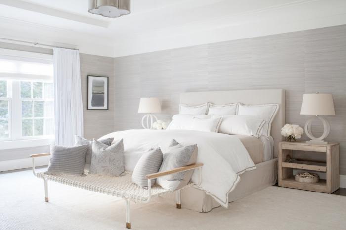 couleur pour chambre adulte, plafond blanc avec décoration en plâtre associé avec murs en revêtement de bois gris