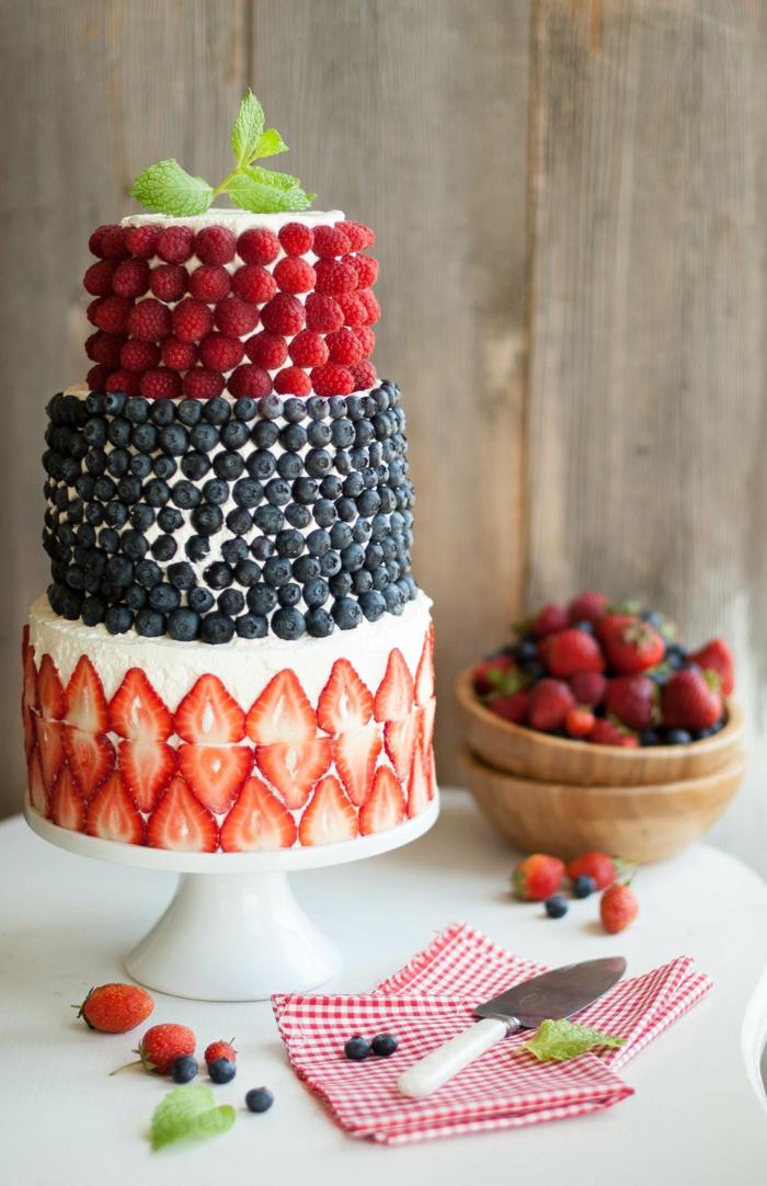 Recette gateau d anniversaire gateau d anniversaire au chocolat étages fruit décoration