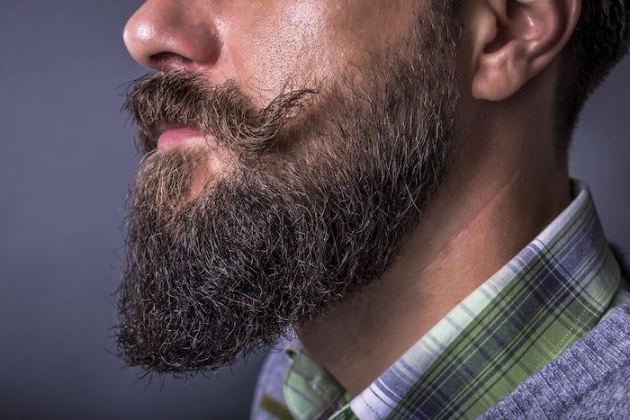 comment bien tailler barbe longue en dégradé