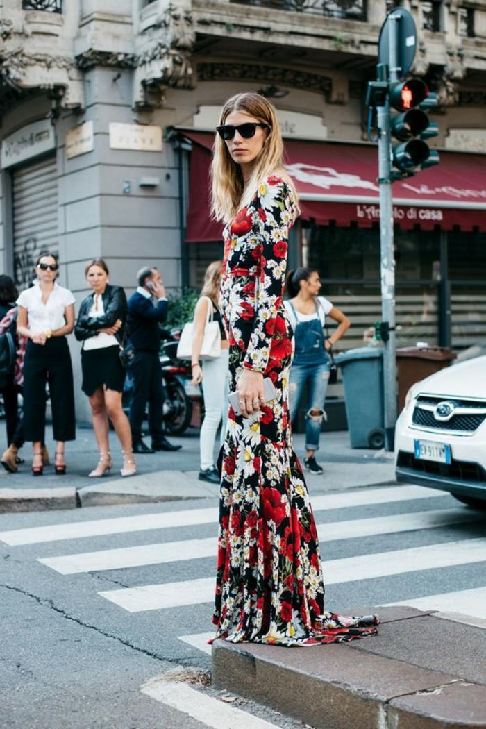 Etre une femme bien habillée robe de soirée manche longue