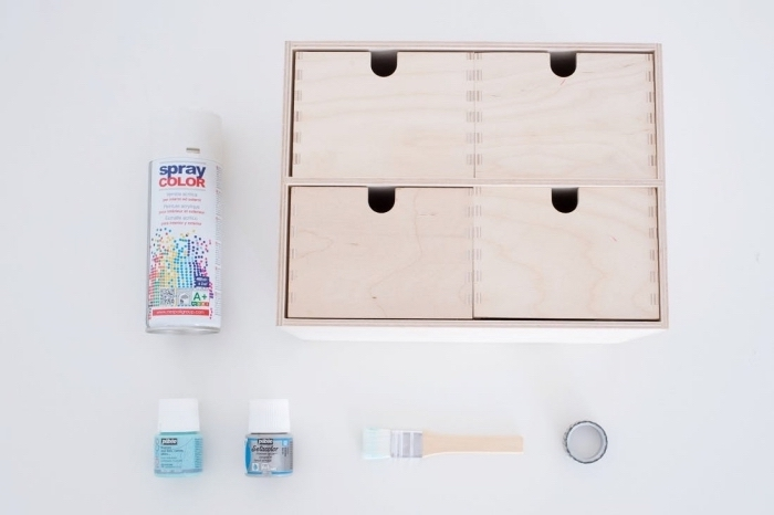 étapes à suivre pour décorer les meubles en bois clair, idée déco chambre ado avec peinture bois