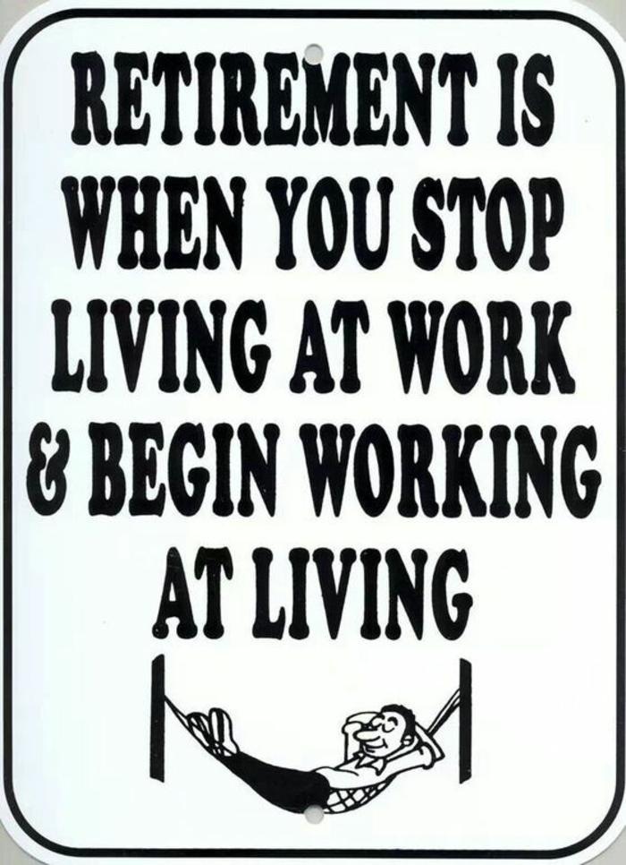 carte de retraite, quand on part en retraite, on commence avec la vraie vie, bonhomme étendu avec les bras croisés sous la tête