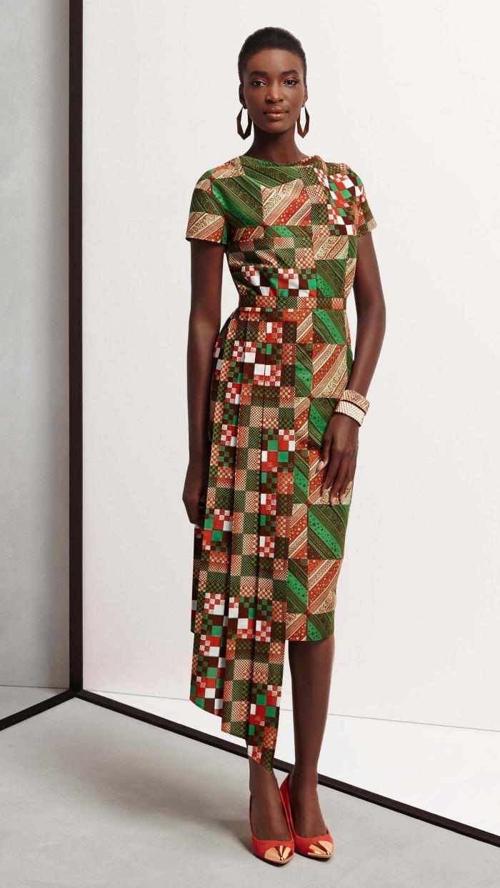 modèle de robe à longueur genoux en tissu africain, idée pagne wax en orange et vert, exemple robe mi-longue avec manches courtes