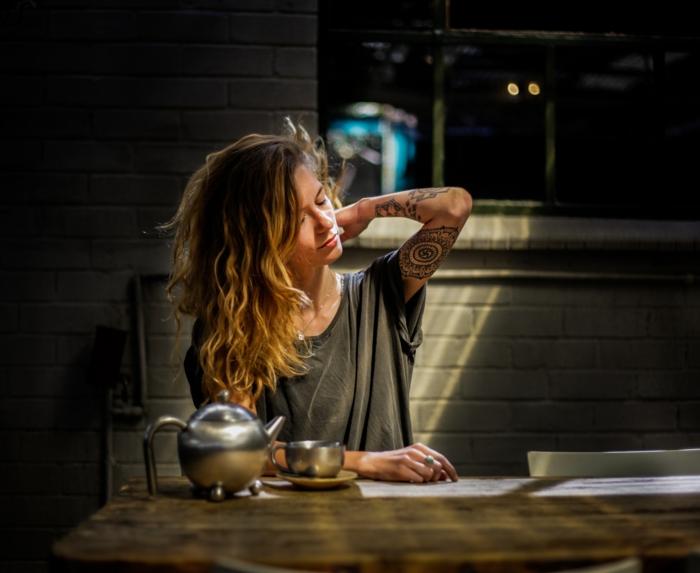 Formidable idée tatouage viking avant bras tatouage idée tatouage bras belle femme
