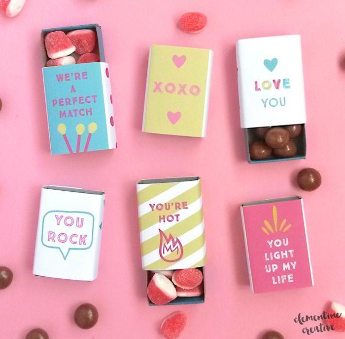 que faire pour la saint valentin, idées pour de petits cadeaux gourmands dans des boîtes d'allumettes personnalisées